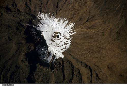 Der Kilimandscharo von der ISS aus gesehen