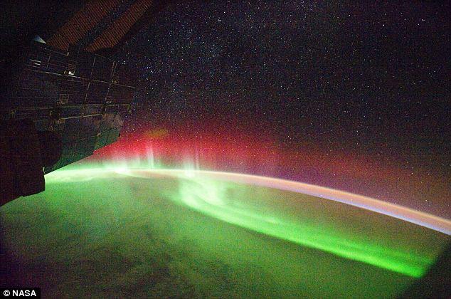 Polarlicht von der ISS beobachtet