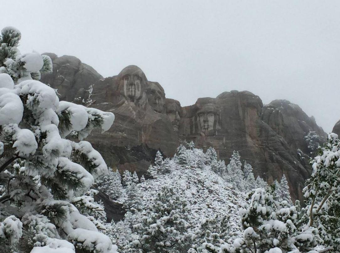 Mt. Rushmore im Schnee