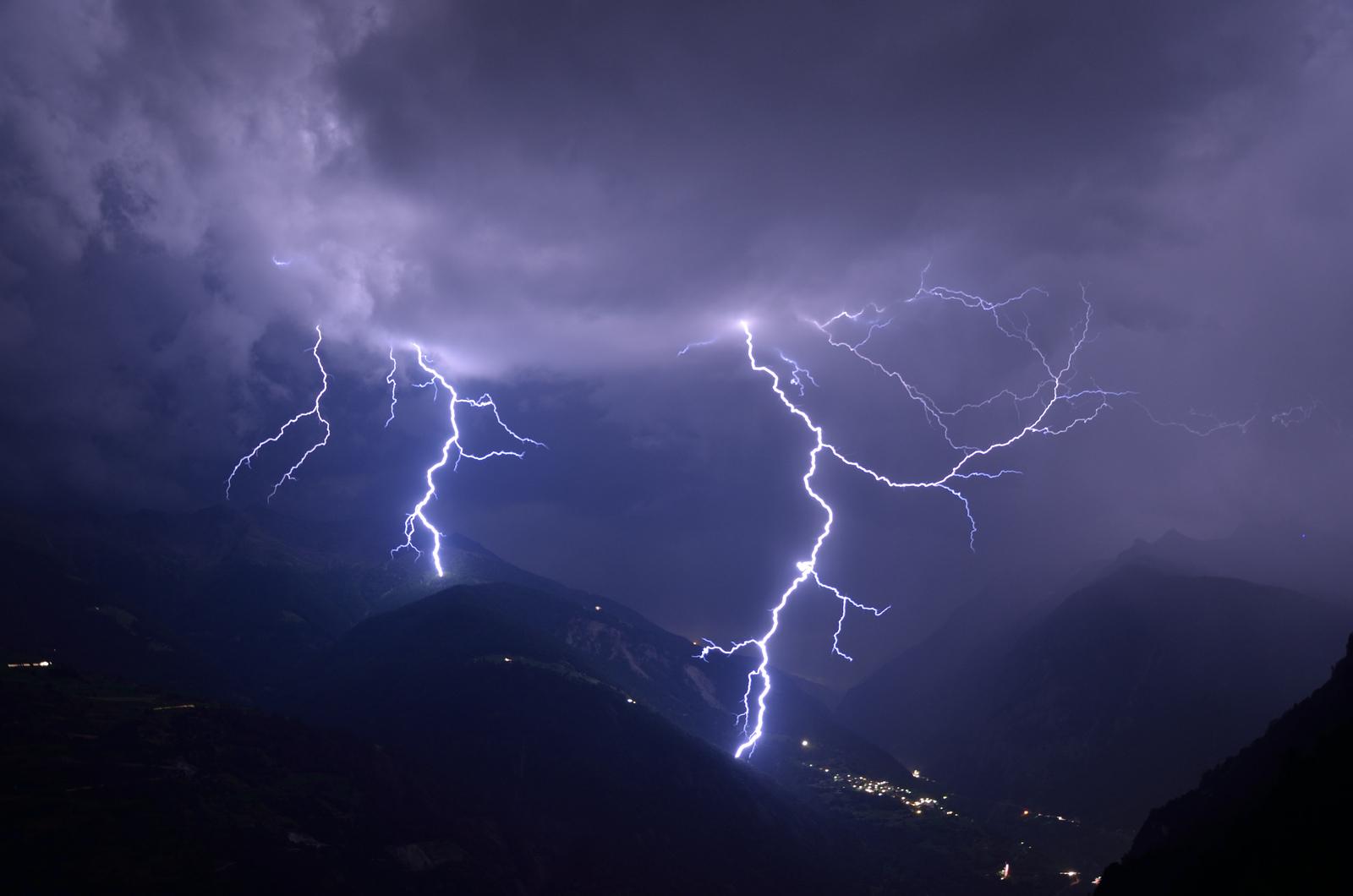 Blitze in den Alpen / https://flic.kr/p/cQdeq1